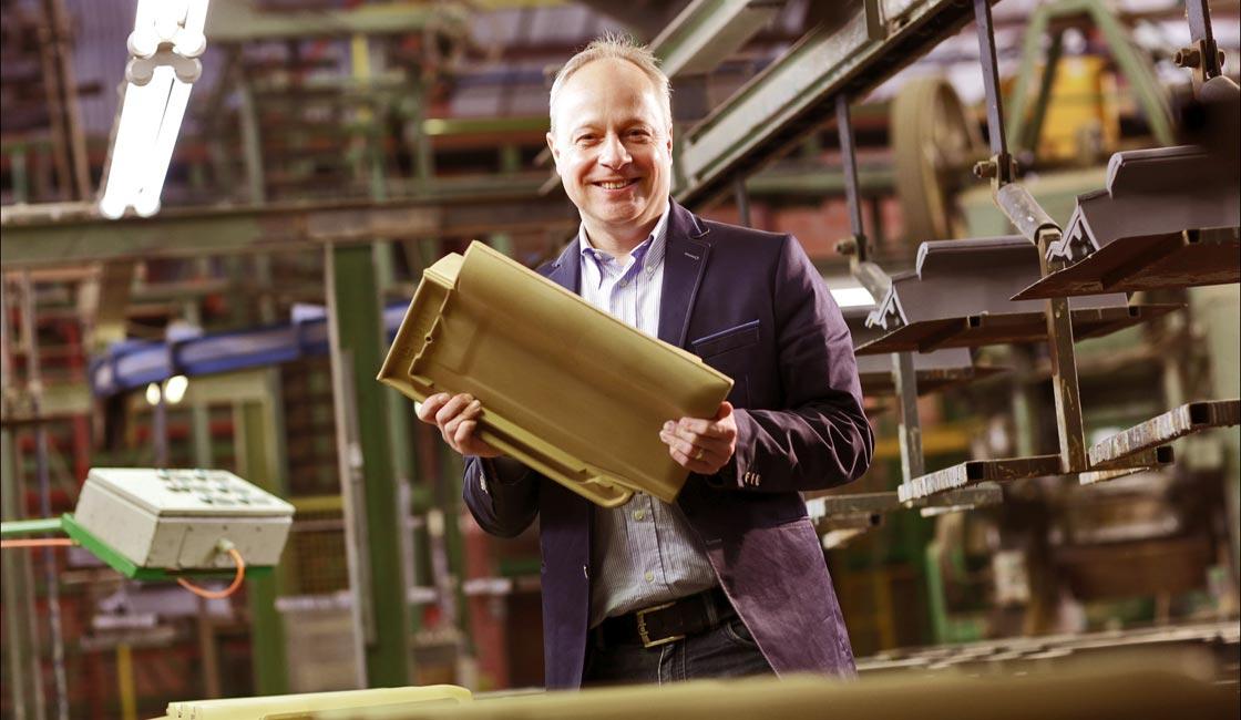Gründe für Laumans - Geschäftsführer Gerald Laumans mit Premium Dachziegel